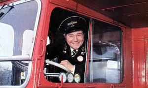 Reg-Varney-in-On-the-Buse-007