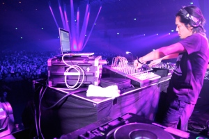 Ken-Ishii-at-The-Decks-2010-Purple-FINAL